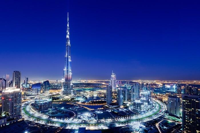 Burj Khalifa (Tháp Khalifa), trước kia tên là Burj Dubai, là một nhà chọc trời siêu cao ở Trung tâm Mới của Dubai, Các Tiểu Vương quốc Ả Rập Thống nhất. Đây hiện là công trình cao nhất thế giới.