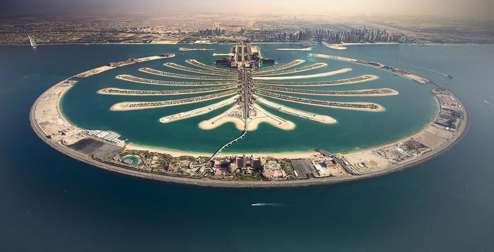 Quần đảo Cây Cọ ở Dubai là quần đảo nhân tạo lớn nhất thế giới, là tổ hợp của 3 hòn đảo: Palm Jumeirah, Palm Jebel Ali và Palm Deira.