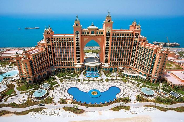 Khách sạn Atlantis được xây dựng trên hòn đảo nhân tạo hình cây cọ ở Dubai. Đây là một trong những khách sạn xa hoa bậc nhất thế giới.