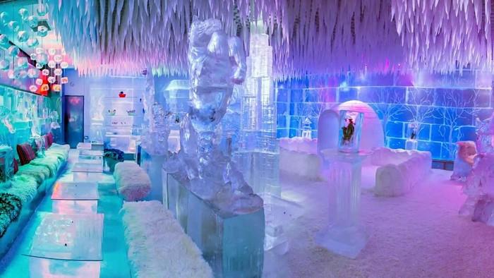 Thật không thể tin được giữa vùng sa mạc nắng nóng lại mọc lên một quán cafe băng tuyết tên The Chillout Cafe.