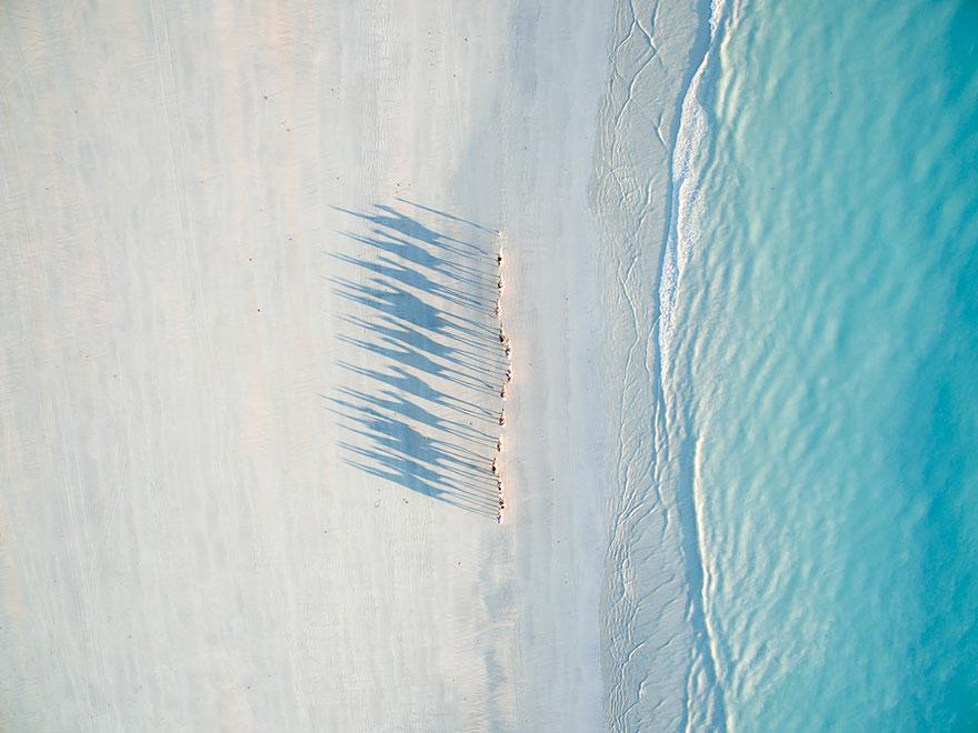 Giải nhì hạng mục Du lịch được trao cho bức ảnh ấn tượng thực hiện tại bờ biển Cable, Úc.