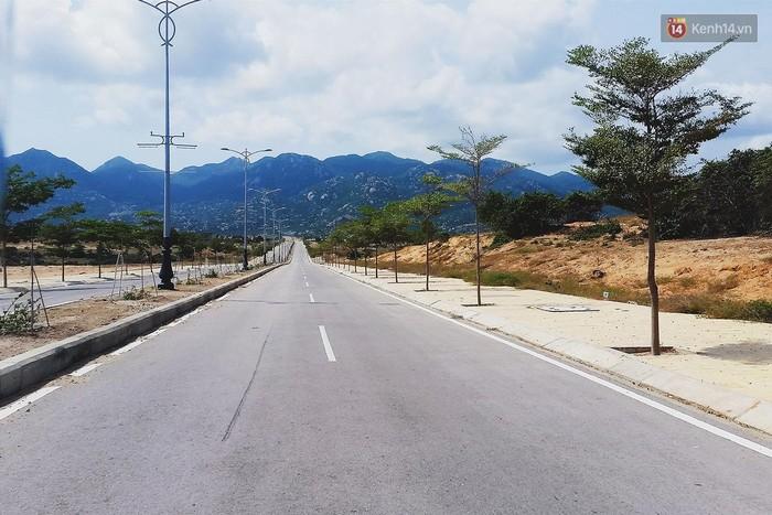 4 cung đường ven biển đẹp hoành tráng ở Việt Nam chỉ khiến bạn muốn đi hoài, đi mãi... - Ảnh 5.