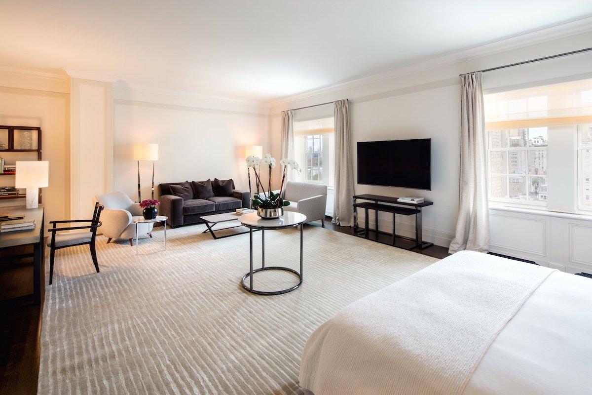Năm phòng ngủ rộng rãi cùng nội thất sang trọng.