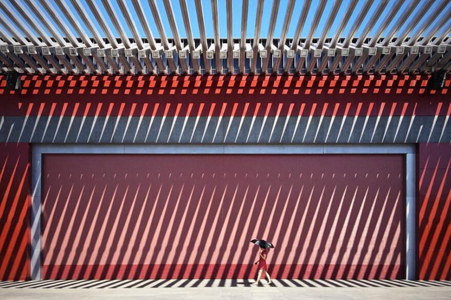 Sự kết hợp hoàn hảo của kiến trúc và tự nhiên đã đem đến giải nhất chủ đề Kiến trúc cho Jian Wang đến từ Bắc Kinh, Trung Quốc.