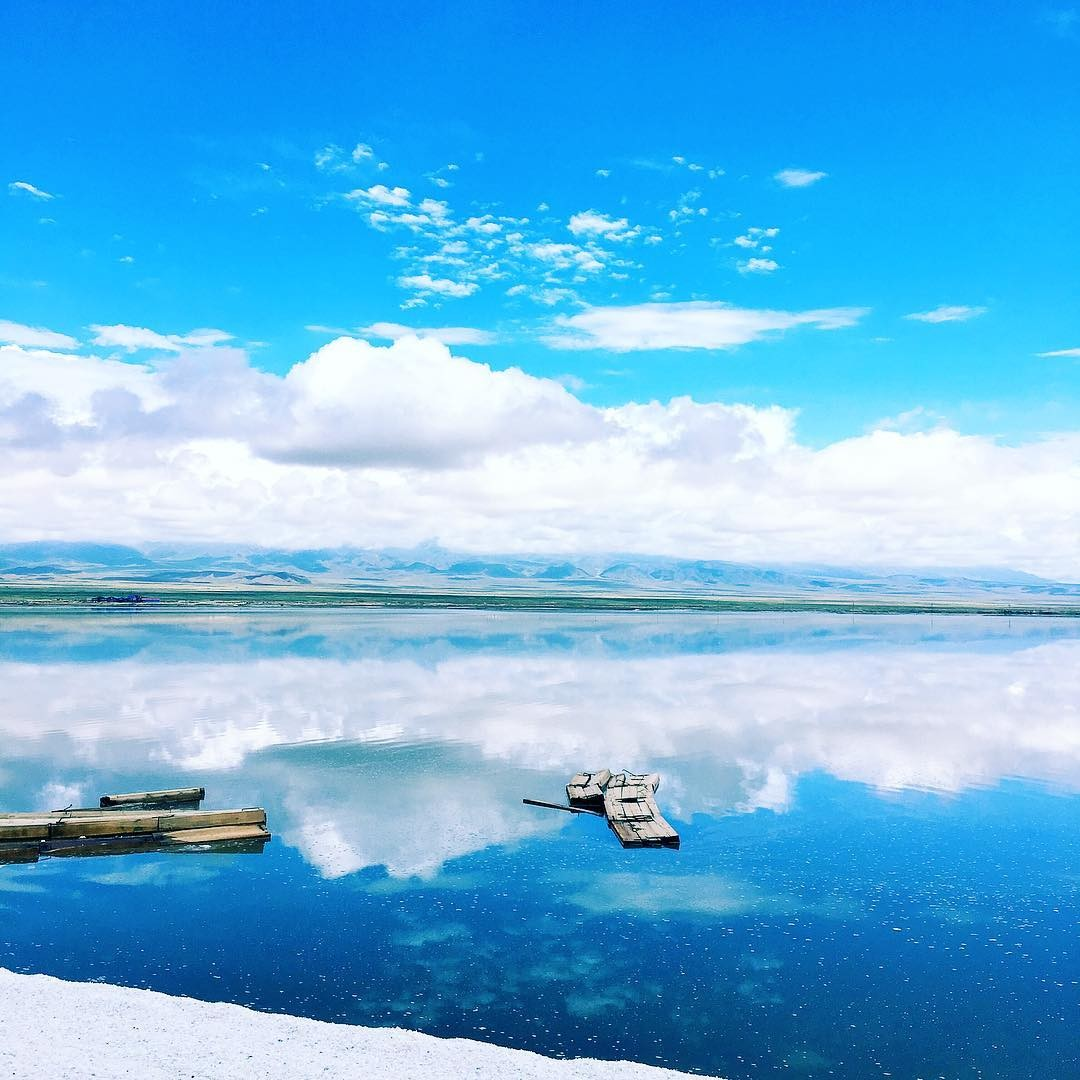 'Tấm gương khổng lồ' đẹp như thiên đường ở Chaka