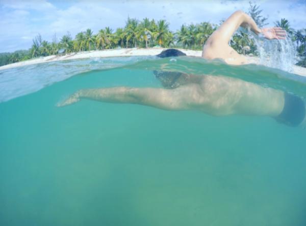 Đắm mình trong làn nước xanh miên man bất tận