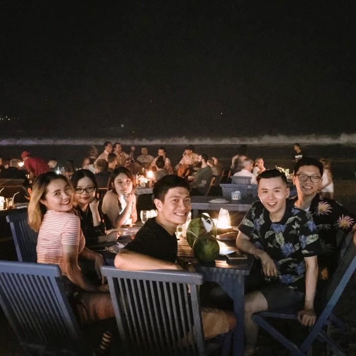 Ăn hải sản trên bãi biển đêm Jimbaran