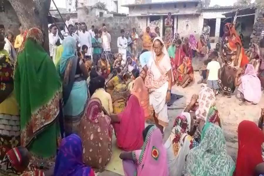 आजमगढ़ में बुजुर्ग की पीट-पीटकर हत्या, शरीर पर कीचड़ फेंकने का किया था विरोध