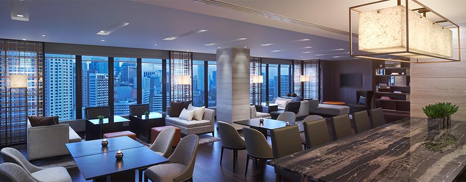 manila hotel lounge