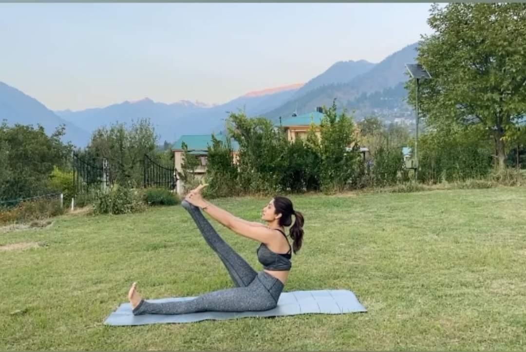 Supta Padmasana helps improve blood circulation : Shilpa Shetty