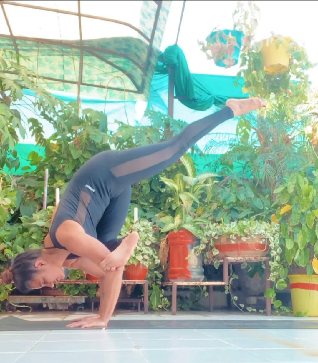 Want To Lose Weight? Try Yoga Everyday Like Aashka Goradia