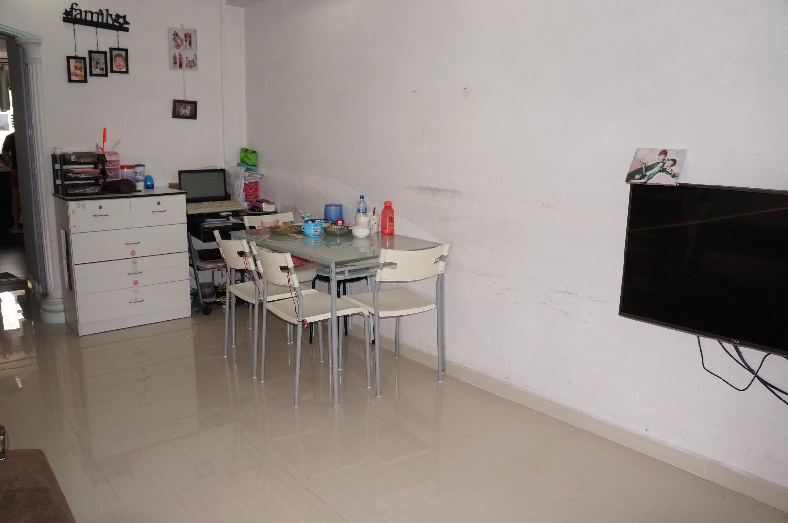 Hdb interior design in singapore 4 room flat at jurong east hwa li - Contact Daniel