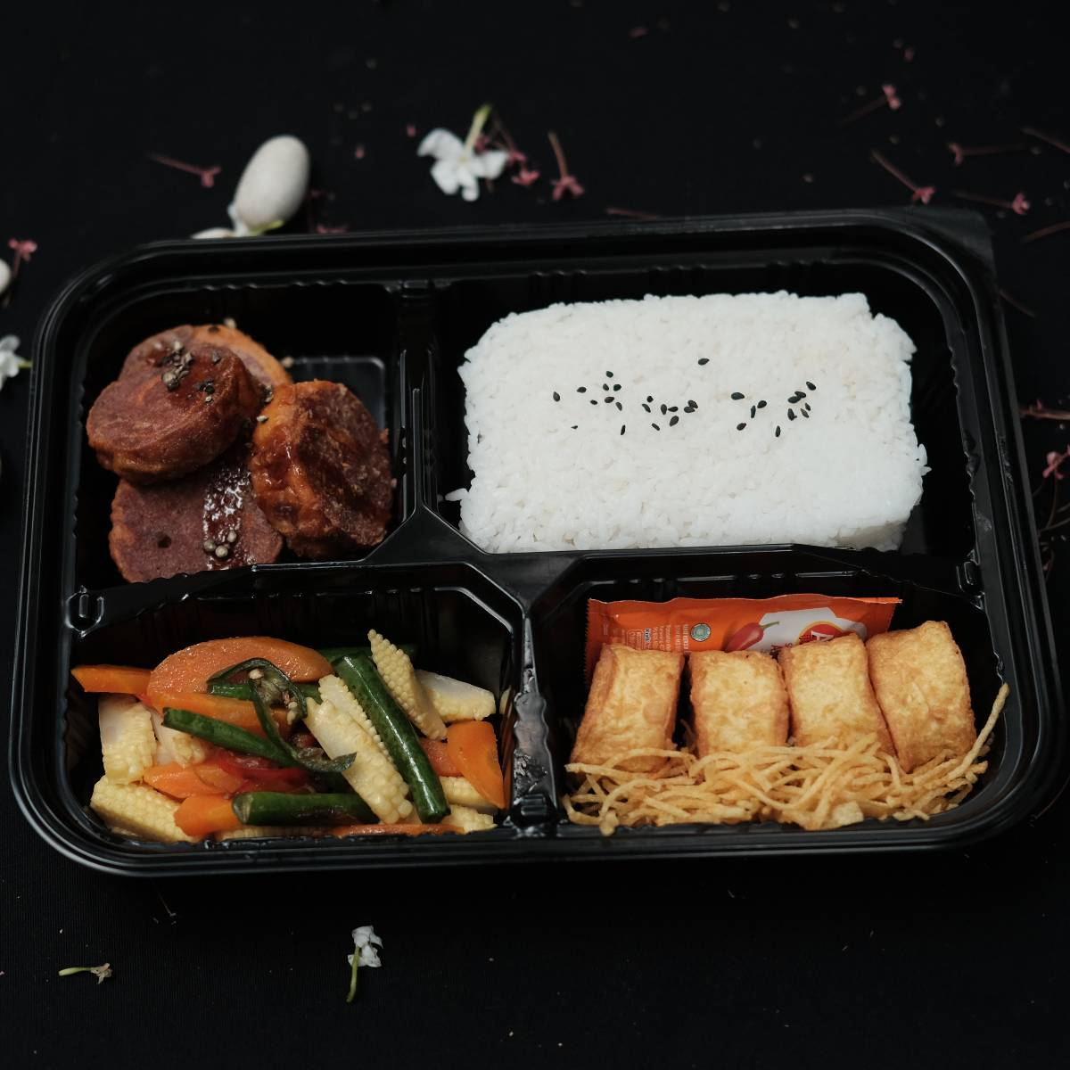 """Paket Kotak Makan Siang """"Rolade Sapi Lada Hitam"""""""