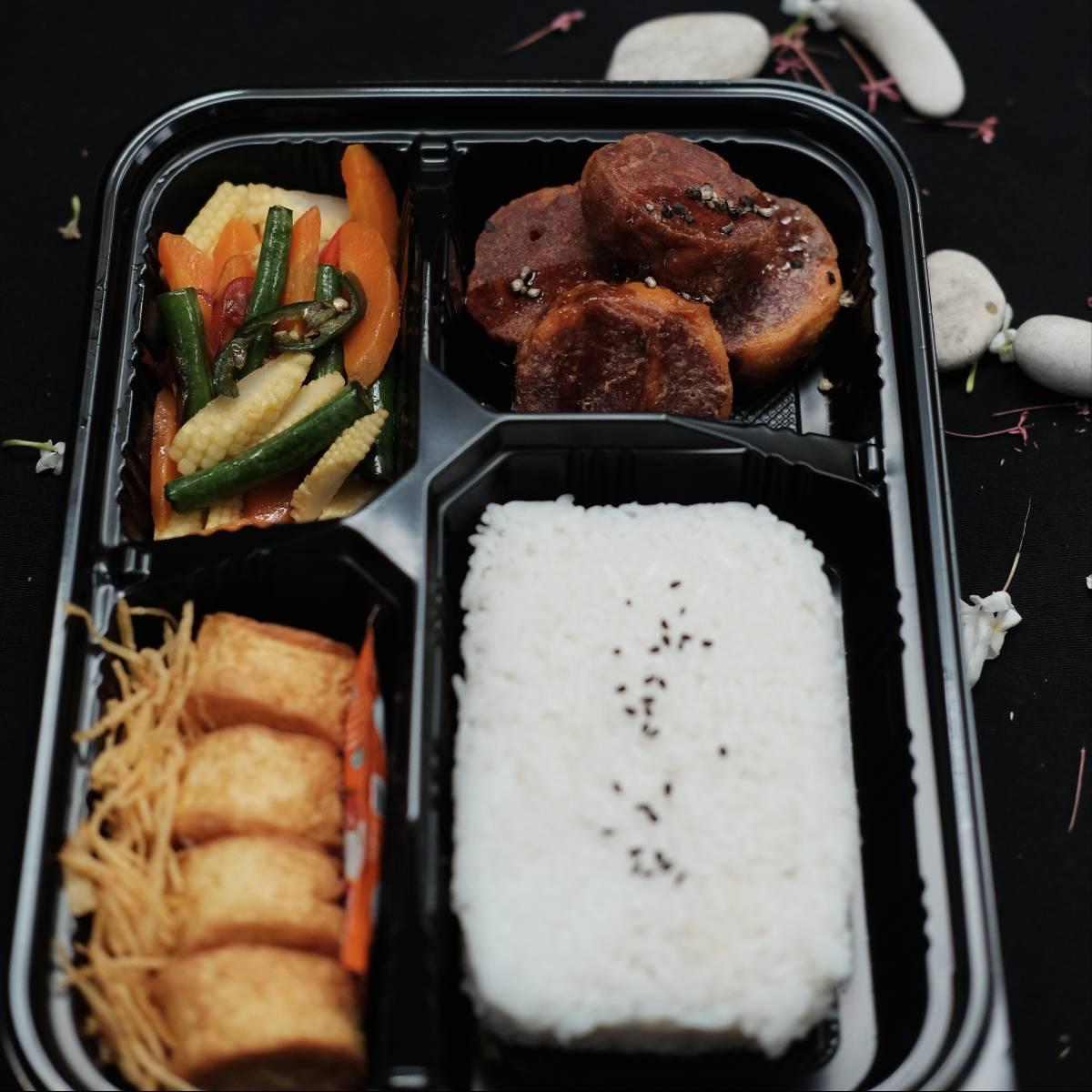 """Paket Lunch Box """" Rolade Sapi Lada Hitam """"1"""