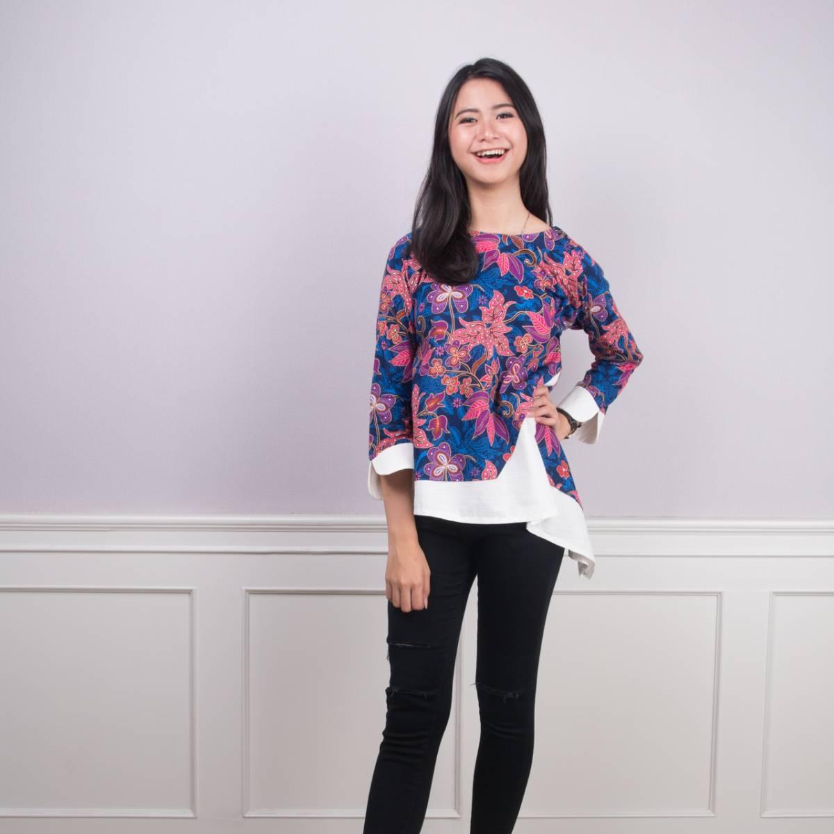 Batik Wanita -Tina Top (Navy)