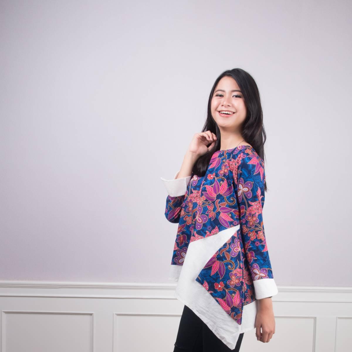 Batik Wanita -Tina Top (Navy)2