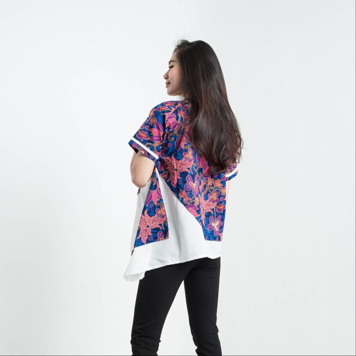 Batik Wanita - Tina Top Pendek3