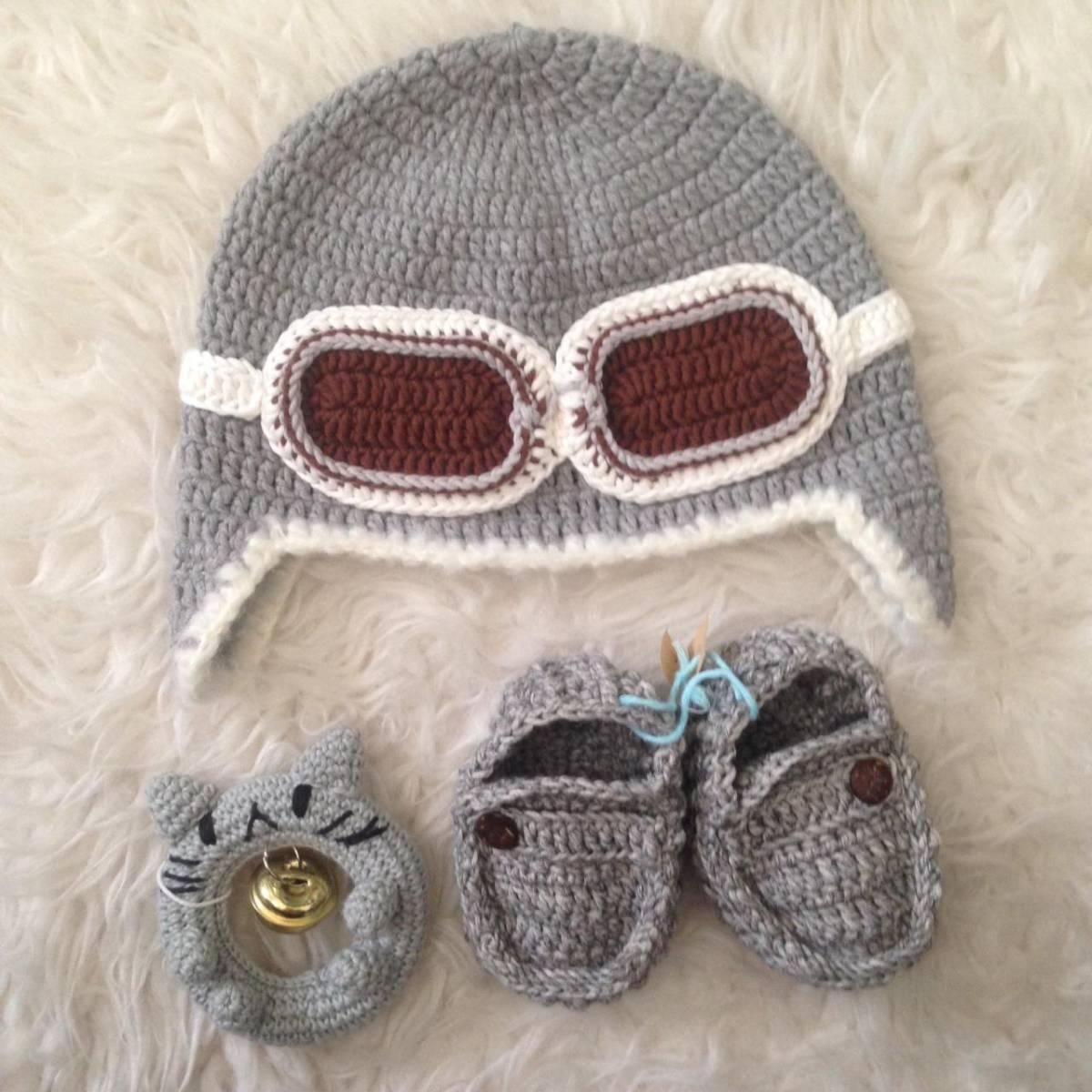 Set Rajut Bayi Topi, Sepatu Dan Rattle0