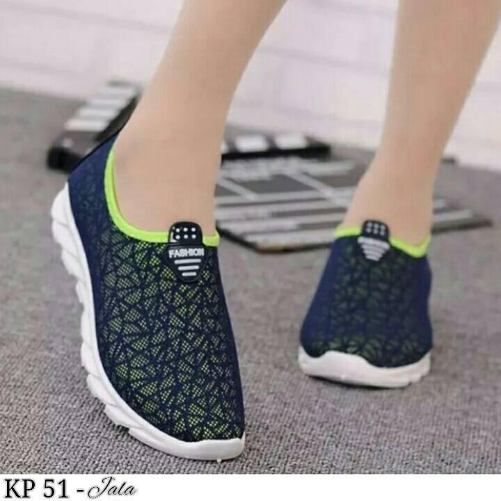 Sepatu Kets Olahraga Wanita