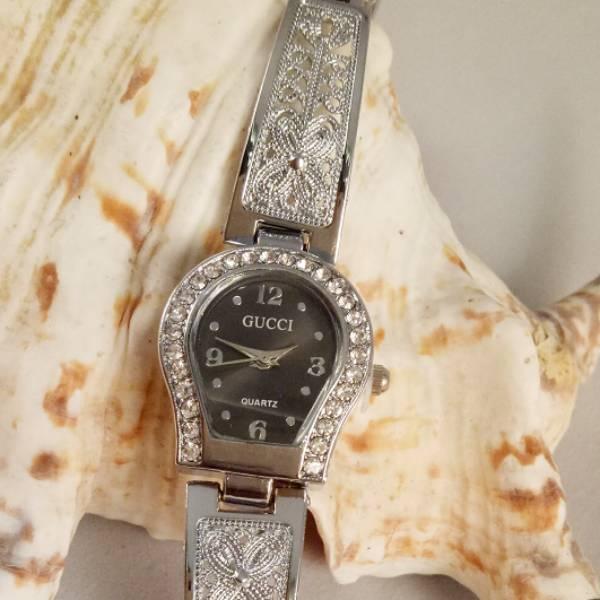 Jam Tangan Gucci Jantung Ukir Silver