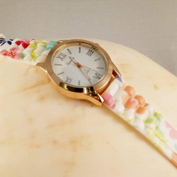 Jam Tangan Geneva Karet Ring Gold1