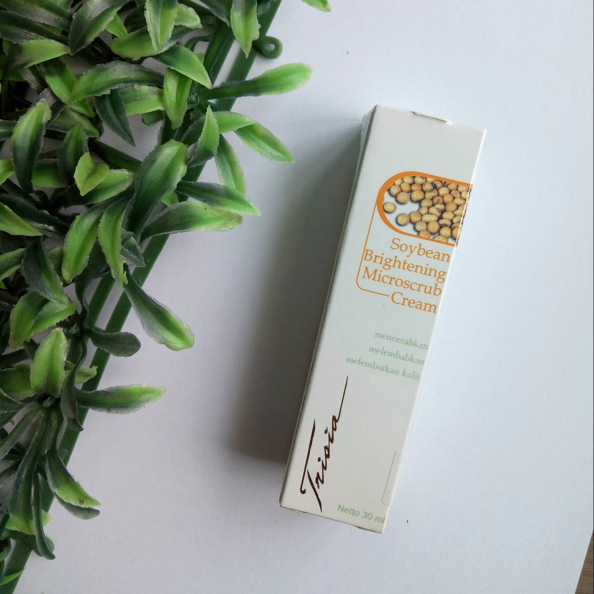 Trisia Soybean Brightening Whitening Microscrub Cream Pemutih Wajah