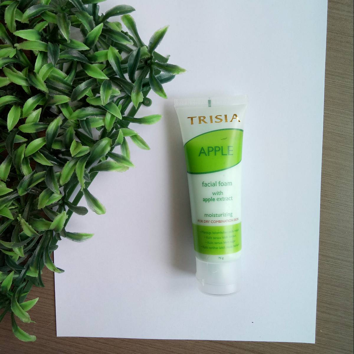 Trisia Anti Wrinkle Series Facial Foam Apple Moisturizing