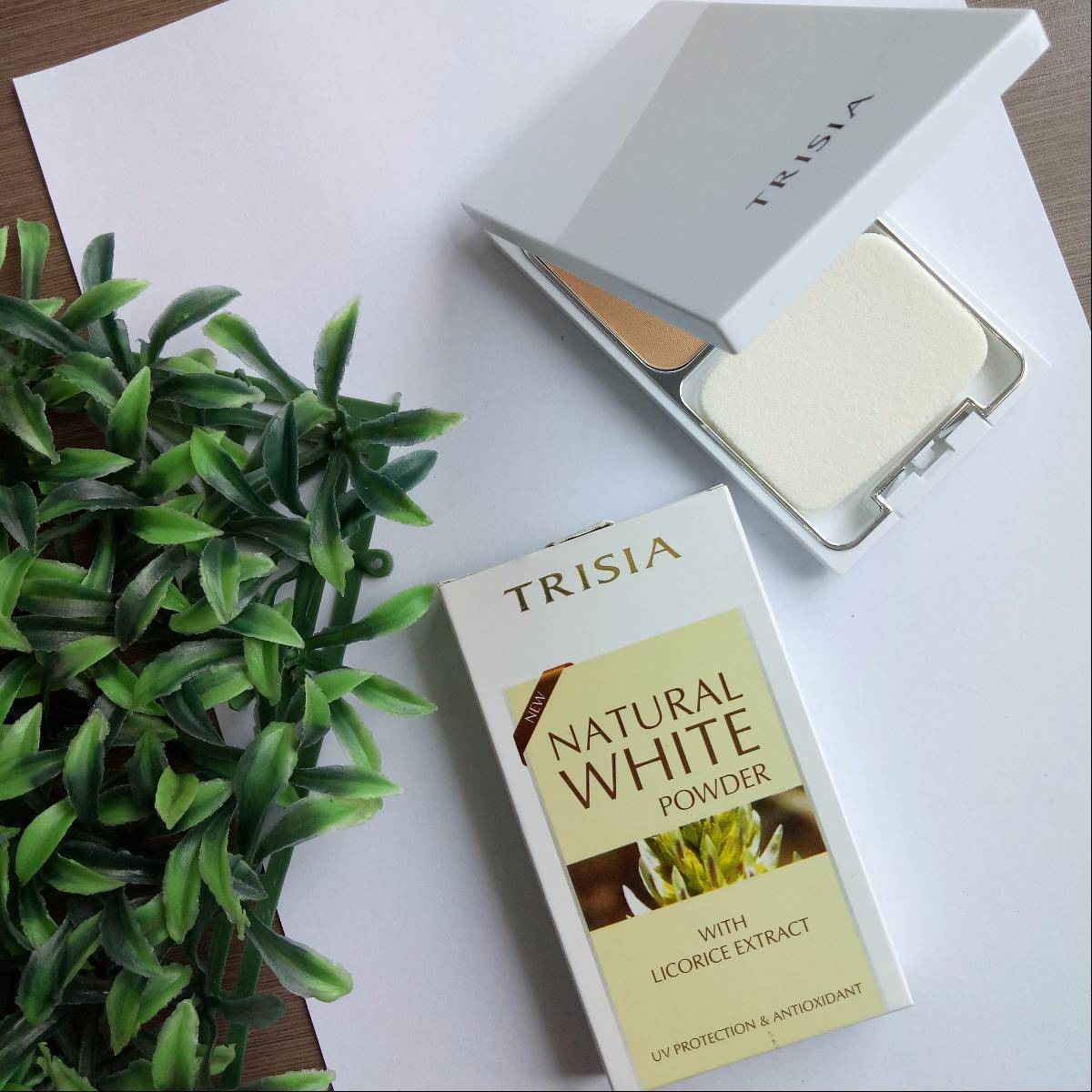 Trisia Two Way Cake Twc Natural White Powder Bedak Wajah