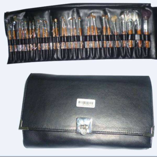 Make Up Blush Luxury 28pc Black /set- Berfungsi Untuk Mengaplikasikan Semua Make Up1