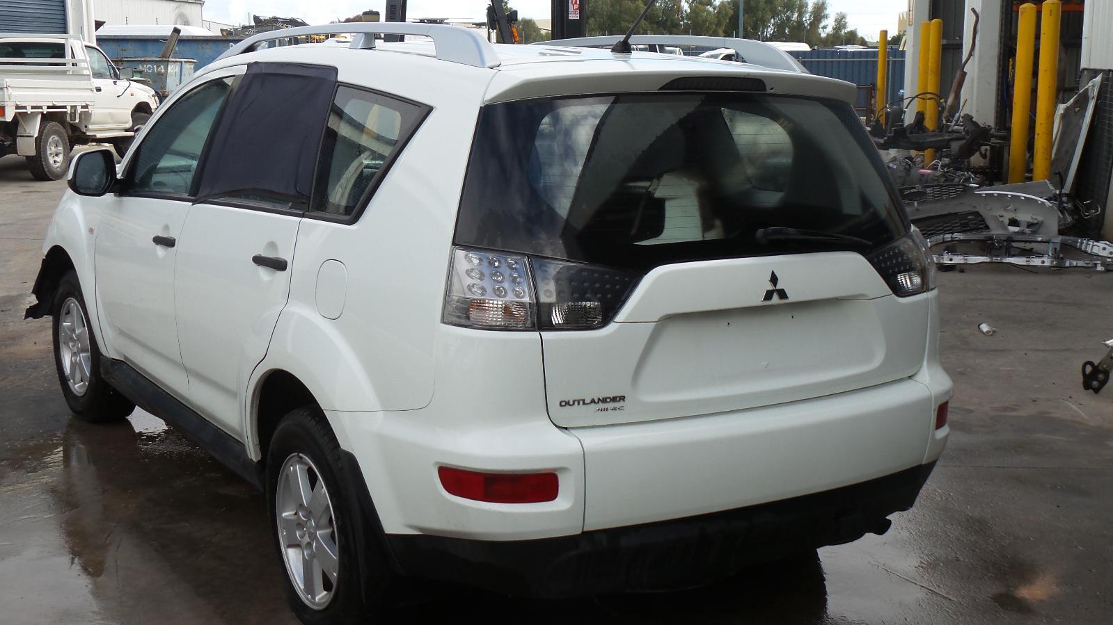 2010 Mitsubishi Outlander Rear Spoiler
