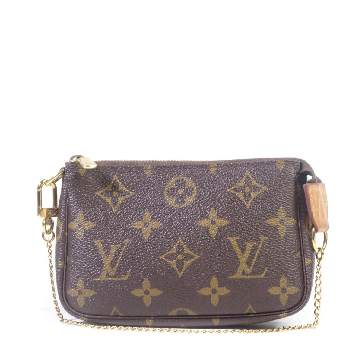 4e47dc892a89 Louis Vuitton. Louis Vuitton Monogram Mini Pochette Accessoires Bag