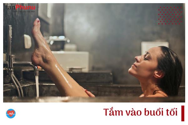 Tắm vào buổi tối.png
