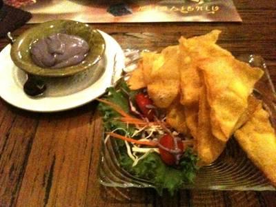 เกี๊ยวห่อชีส .. กับสลัดครีมองุ่น ที่ ร้านอาหาร บ้านสวนองุ่น by Kob