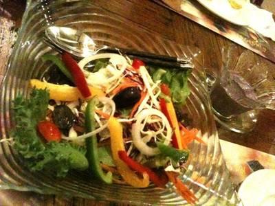 สลัดคุณกบ .. ผักสดๆ กับสลัดครีมองุ่น เข้าได้กับทุกอย่าง ที่ ร้านอาหาร บ้านสวนองุ่น by Kob