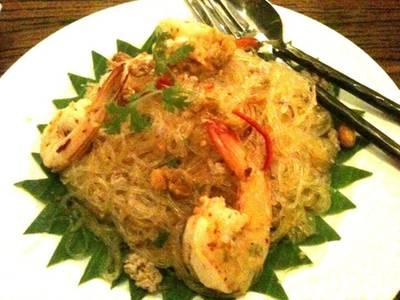 อาหารไทยกันบ้าง .. ยำวุ้นเส้นโบราณกุ้งสด ที่ ร้านอาหาร บ้านสวนองุ่น by Kob