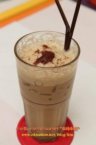กาแฟเย็นหอม รสกลมกล่อม ที่ ร้านอาหาร Giggle สาทร