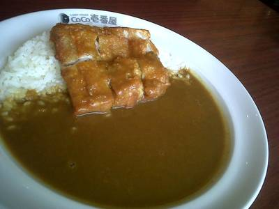ข้าวแกงกะหรี่ไก่กรอบ ที่ ร้านอาหาร Coco Ichibanya Central World