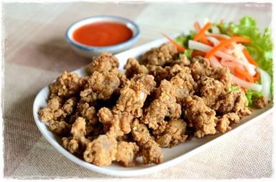 เอ็นไก่ทอด ที่ ร้านอาหาร อิ่มปลาเผา บางมด พุทธบูชา
