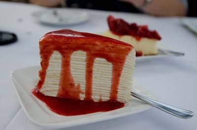 เครปเค้กสุดอร่อย ที่ ร้านอาหาร Secret Garden สาทร