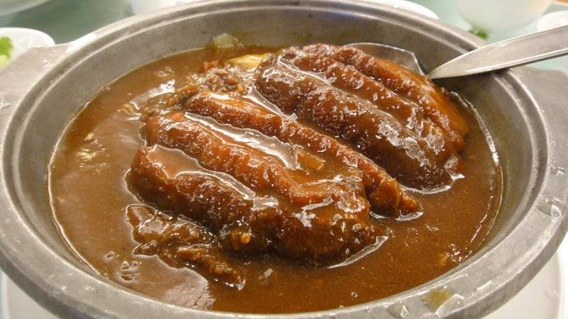 เคาหยก (หมูตุ๋นผักดองหม้อดิน) ที่ ร้านอาหาร Ah Yat Abalone (阿一鮑魚) โรงแรมรามาดาพลาซ่าแม่น้ำริเวอร์ไซด์