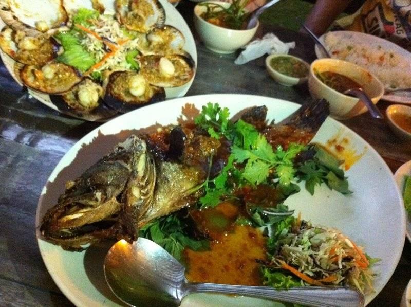 ปลา 3 รส ที่ ร้านอาหาร ชาวฟ้าทะเลคราม