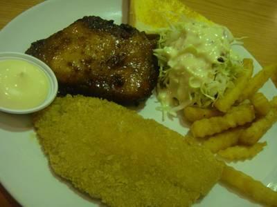 ไก่สไปซี่และปลาทอด ที่ ร้านอาหาร BKK Grill ซอยรางน้ำ อนุสาวรีย์ชัยสมรภูมิ- รางน้ำ