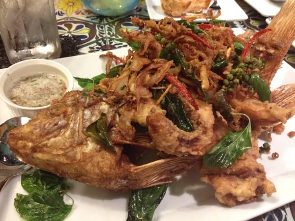 ปลาทับทิมทอดสมุนไพร ที่ ร้านอาหาร Mix Restaurant & Bar เทอมินอล 21