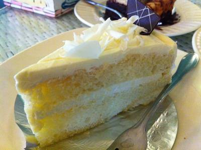 White Chocolate Cake (Vanilla) [60฿] ที่ ร้านอาหาร Mai Bakery in garden