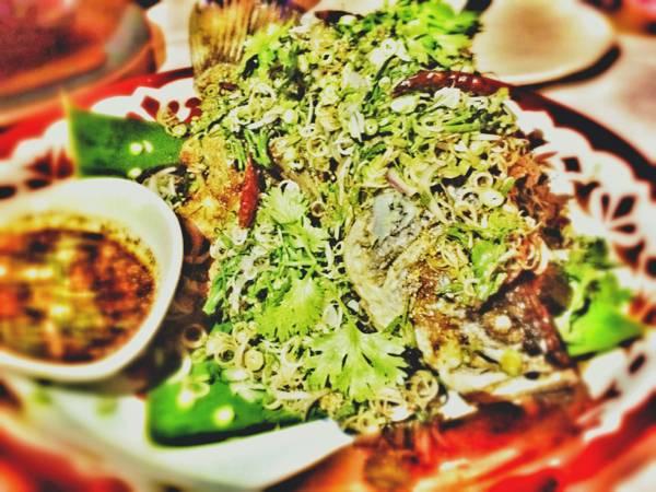 ปลาลุยสวน ที่ ร้านอาหาร Issaya Siamese Club