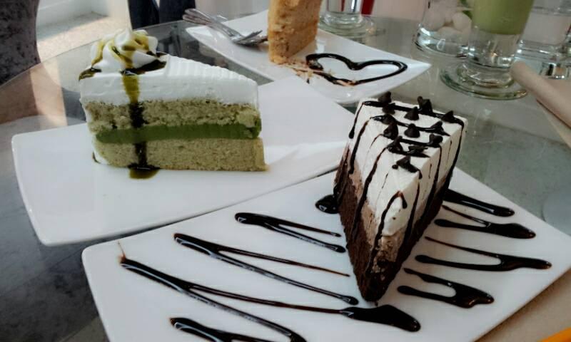 เค๊กช๊อกโกแลตครีมพาย,เค๊กชาเขียว,เค๊กชาไทย อร่อยๆ ที่ ร้านอาหาร Biz's Coffee