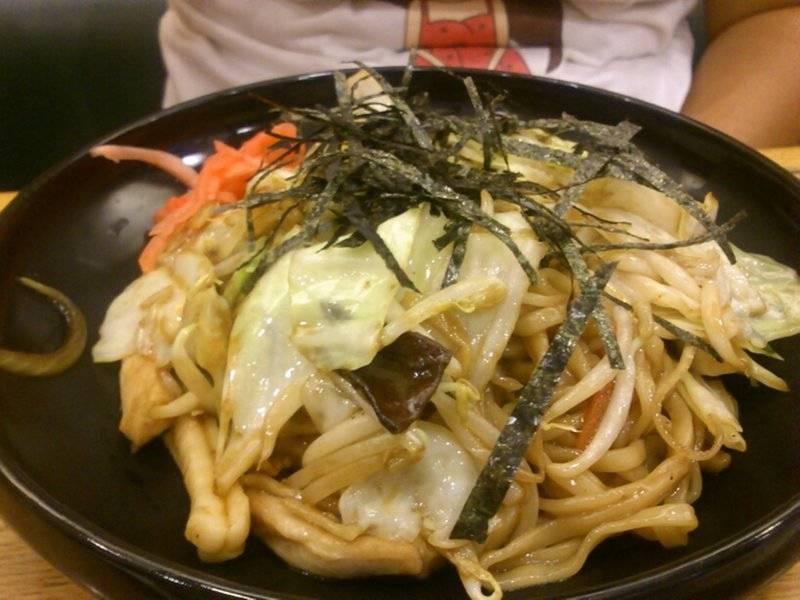 ยากิโชบะ ผักน้อยไปหน่อย ที่ ร้านอาหาร ฮะจิบัง ราเมน Big C รัชดา