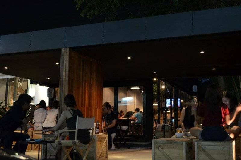 ร้านอาหาร In The Box Bar Station