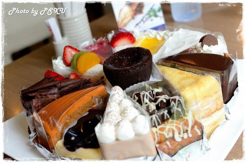 ตัวอย่างเค้กของจริง ให้ดูถึงโต๊ะ ที่ ร้านอาหาร Secret Garden สาทร
