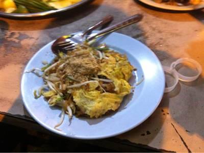 ร้านผัดไทยหน้าตลาดเทศบาล ขายวันจันทร์่-เสาร์ เวลา 17.00น-22.00น ที่ ร้านอาหาร บ้านคุณเฮง